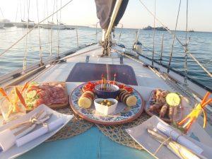 barca a vela cena romantica